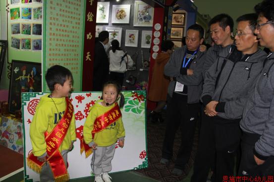 幼儿园手工折纸民族服装